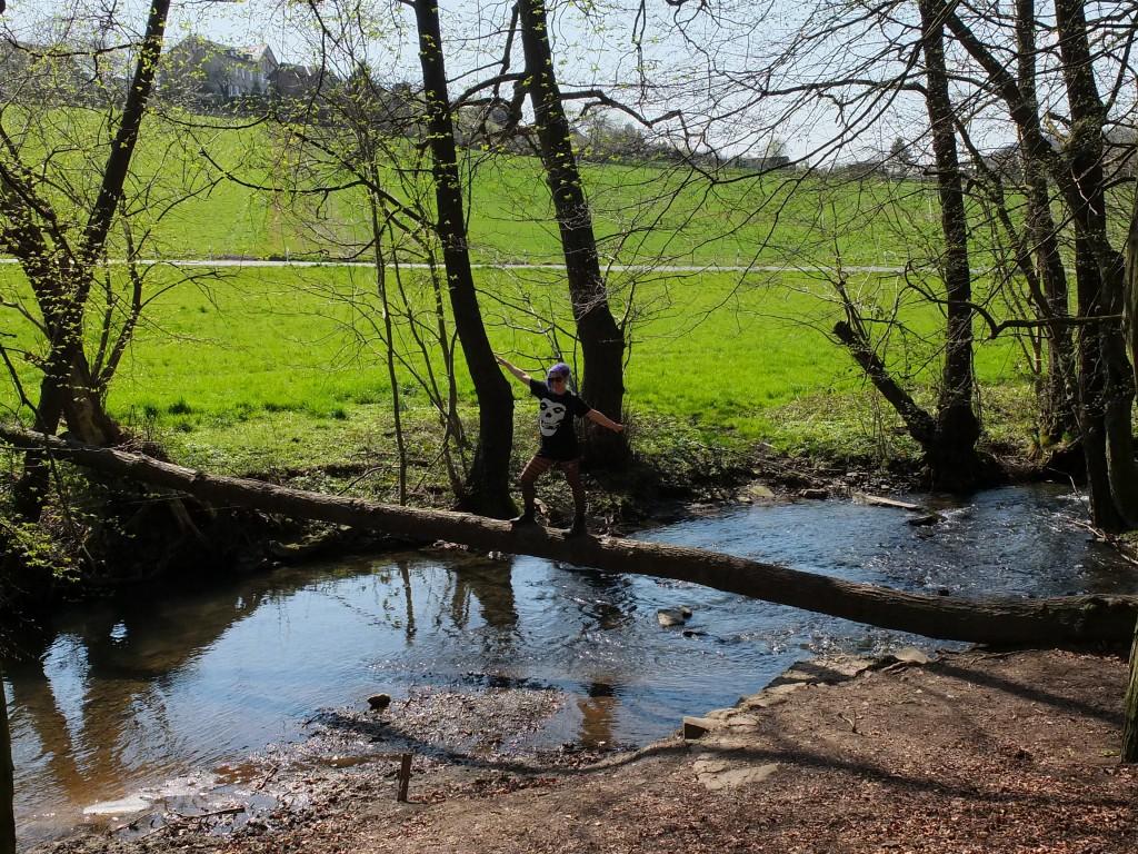 Wandern NRW Velbert Bach im Wald