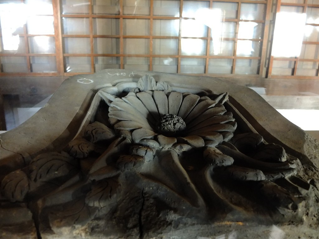 Himeji innen Schaukasten mit Steinornament
