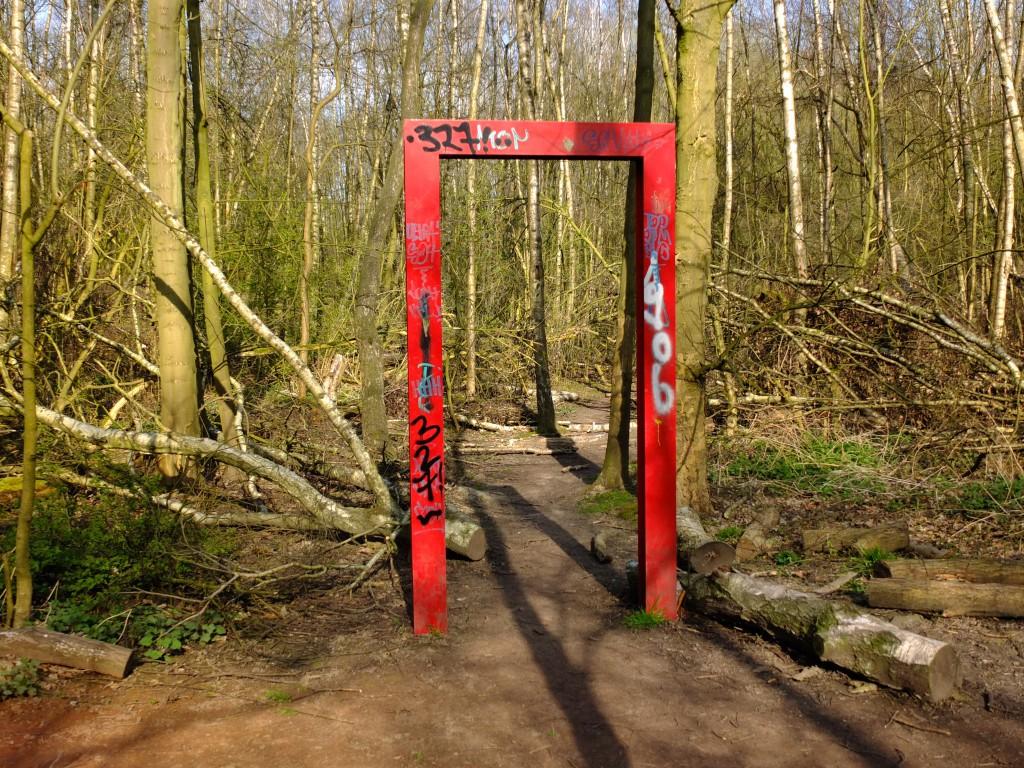 Skulpturenwald rotes Tor