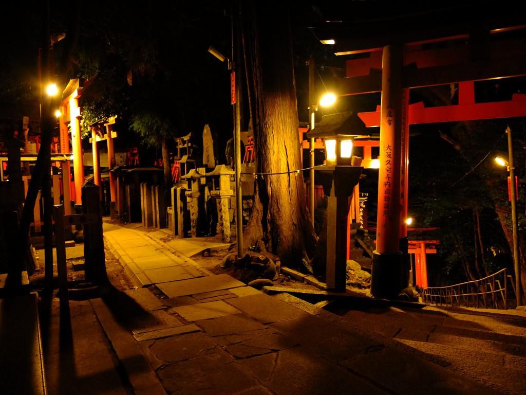Kyoto - Fushimi Inari Schrein Nacht