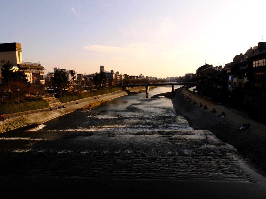 Kyoto Fluss Kamo Abends