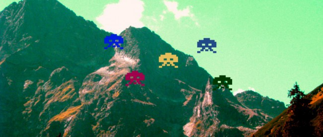 Berge mit Space Invadern
